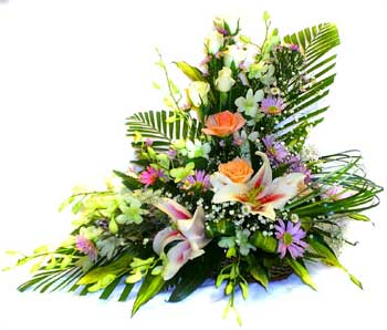 Send Bloom Bouquet on Flowers to Pakistan